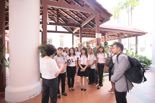 The delegation arriving at the main campus.