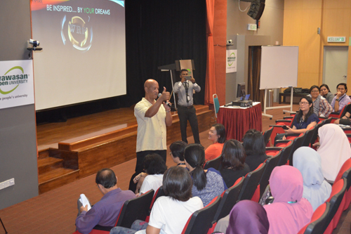 Robinson encourages the students to know the dreams.