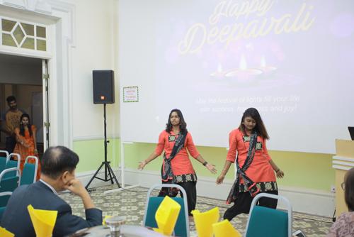 Nerroshini and Kawesshine (right) perform as Asswni (far left) looks on.
