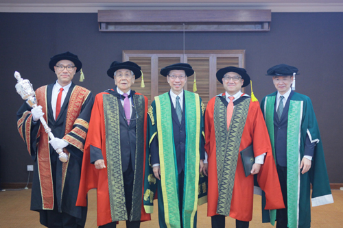 Dr Koh (centre) flanked by Dr Fung (2nd from right) and Tan Sri Soong.