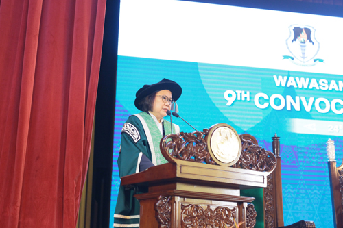 Prof Zoraini highlights on the achievements and developments of WOU.