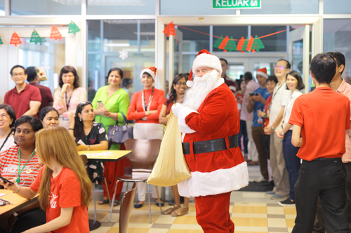 Nichols makes a surprise appearance as Santa Claus and distributes sweets.