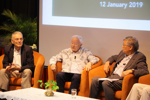 Dr Douglass Carmichael (centre) offers his view as Mr Jan Wouter Vasbinder (left) and Tan Sri Andrew Sheng look on.