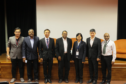 Assoc Prof Dr Nualnoi Treerat (3rd from right), Director of the Institute of Asian Studies, CU, and Prakash Arumugam (right) of WOU pose with the speakers and moderator.