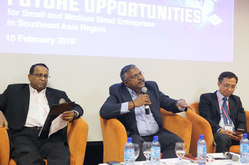 Dr Shankar (centre) traces the history of small and medium-sized enterprises in malaysia.