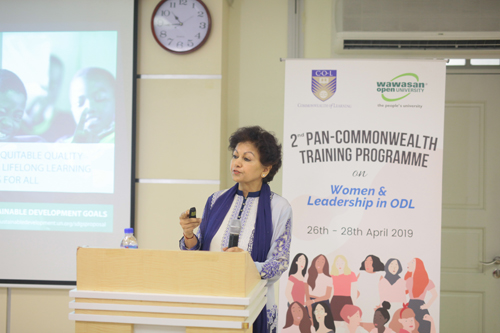 Prof Asha Kanwar, President and CEO of COL, delivers her keynote lecture.