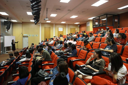 the crowd of full-time students at the talk.