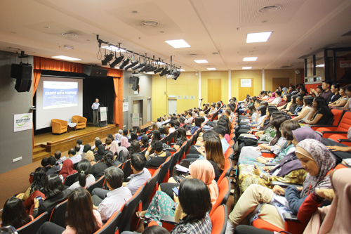 The large crowd at the lecture.