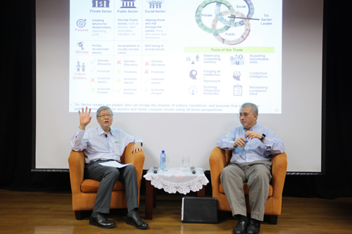 Tan Sri Andrew Sheng (left), Chairman of the International Advisory Board, GIOAS, moderates the lecture.