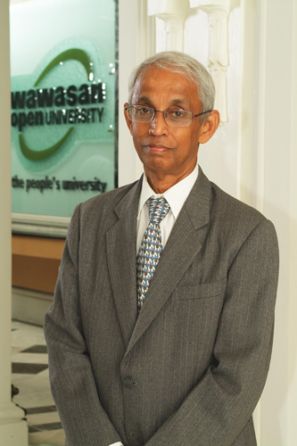 Tan Sri Emeritus Prof Gajaraj Dhanarajan is to be conferred WOU's first ever Honorary Doctor of Education degree .