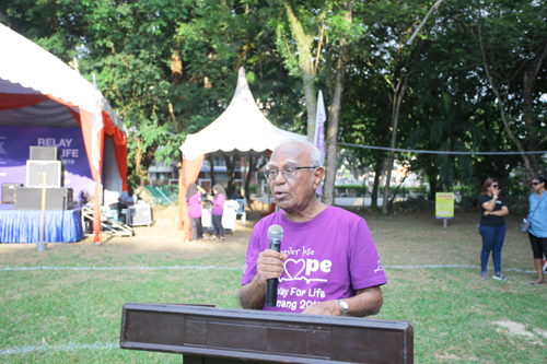"Dato' Seri Devaraj tells the crowd to ""never lose hope""."