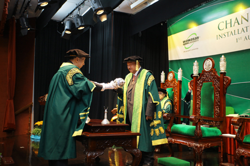 Tunku Imran (right) being installed as Chancellor of WOU.
