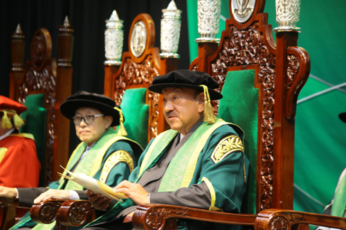 Tunku Imran delivers his address accepting the honour of Chancellor of WOU.