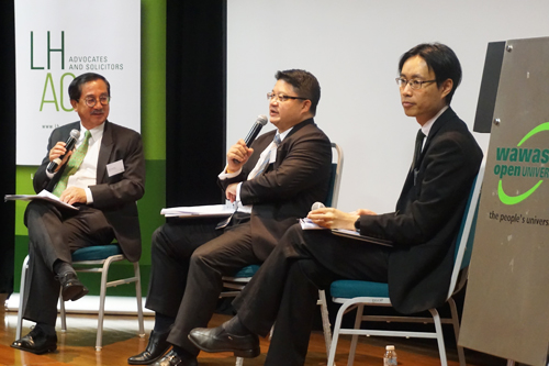 Event moderator Chia (left) with the speakers, Andrew Chiew (centre) and Ang Hean Leng (right).
