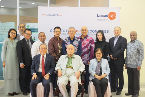 (Seated front, from left) Mah, Tun Abdul Rahman and Prof Zoraini posing with Labuan FSA staff, the presenters at the talk and WOU's School of Business & Administration Acting Dean Prakash Arumugam (right).