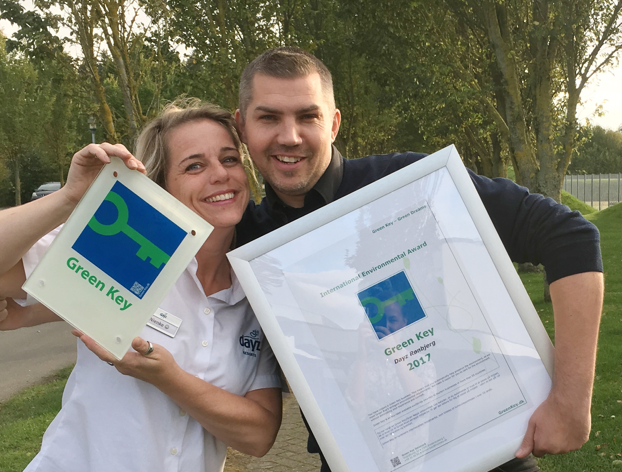Employees Piertel Maartje Jonker and Casper Lemvig celebrating the Green Key award of Dayz Rønbjerg.