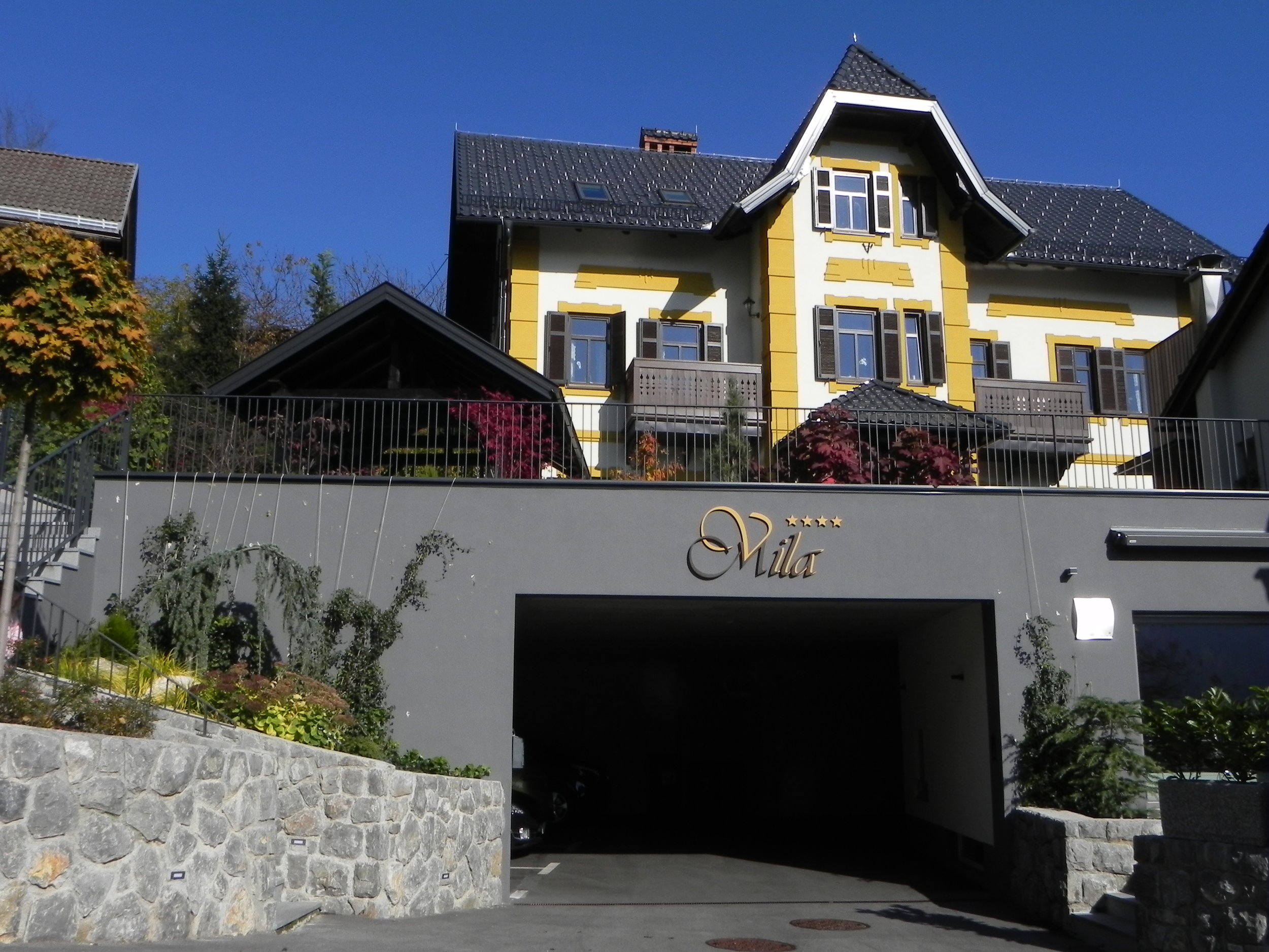 Vila Mila + Garage entrance.JPG