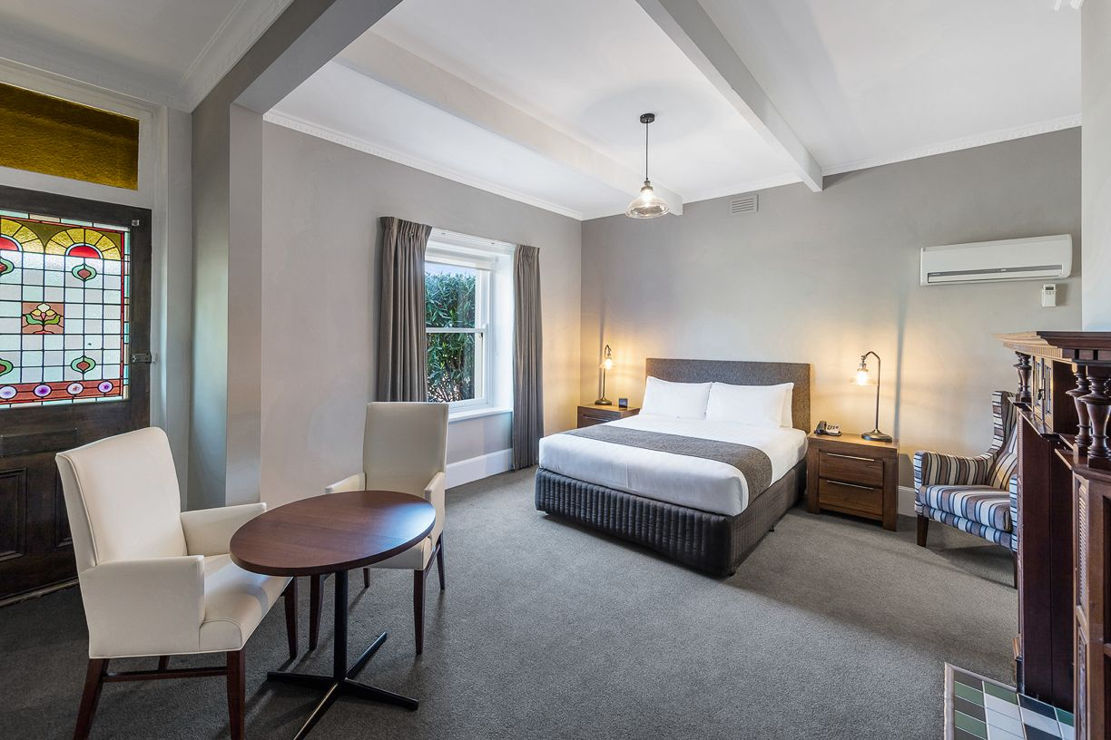 best-western-olde-maritime-warrnambool-hotel-motel-accommodation-luxury-heritage-queen-room1.jpg