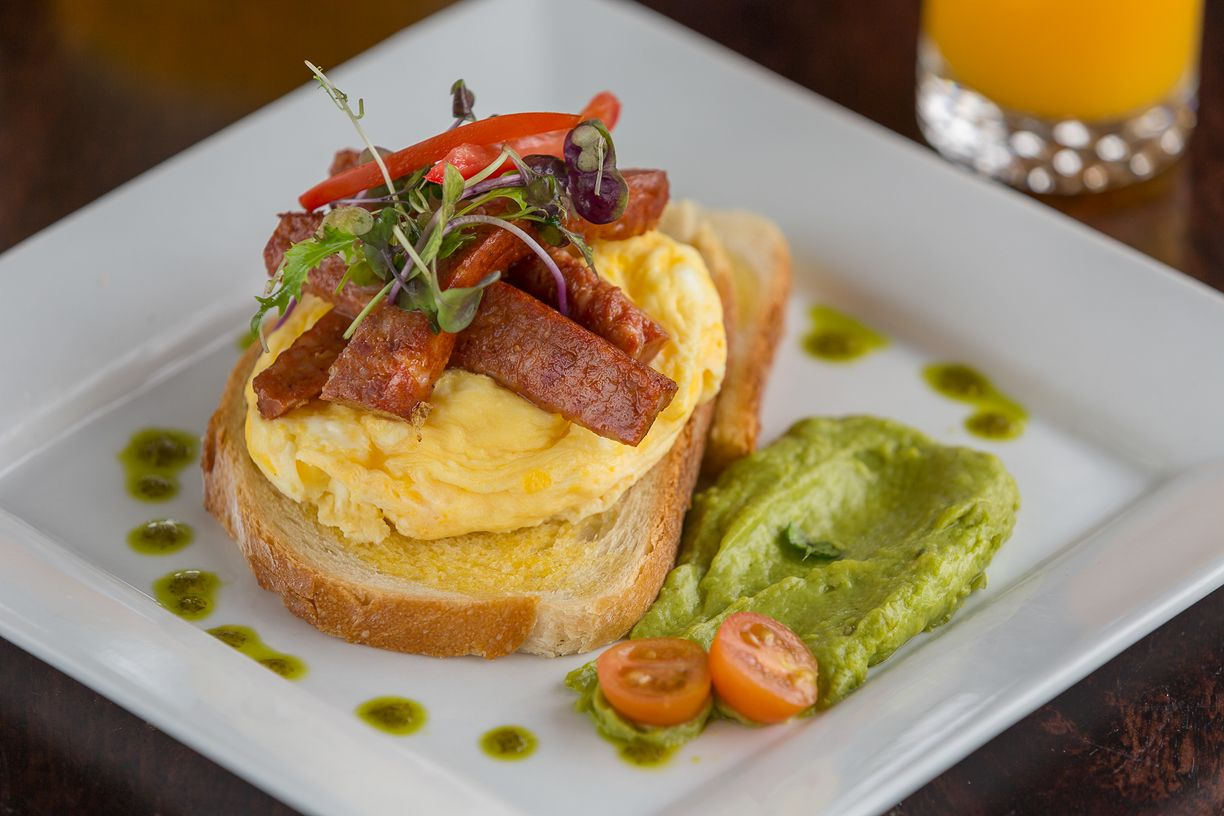 clovelly-restaurant-warrnambool-best-western-olde-maritime-breakfast-eggs.jpg