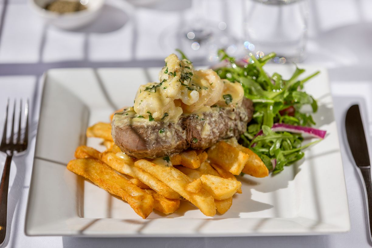 clovelly-restaurant-warrnambool-best-western-olde-maritime-steak.jpg