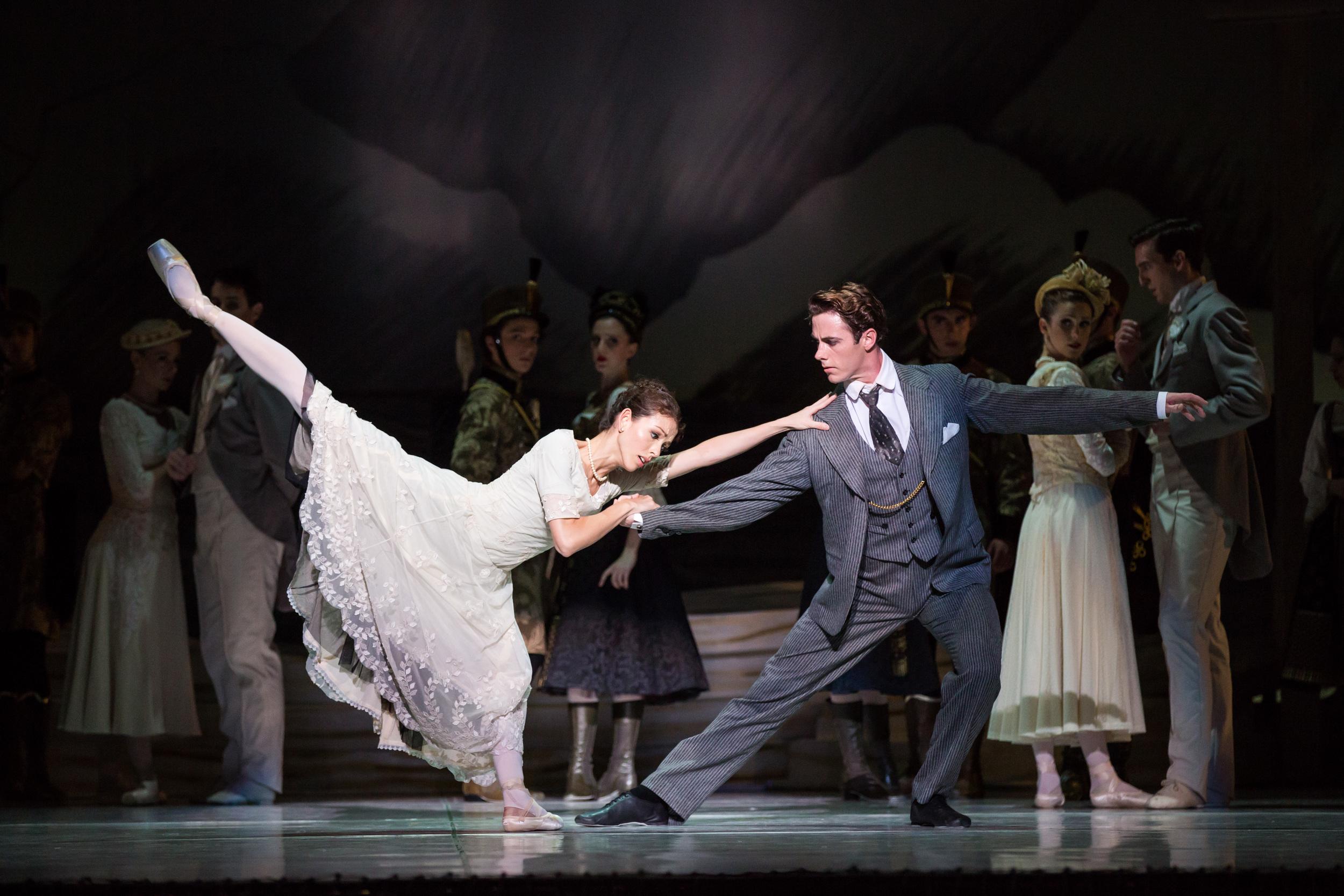 Juliet Burnett as Odette with Rudy Hawkes as Prince Siegfried in Graeme Murphy's Swan Lake