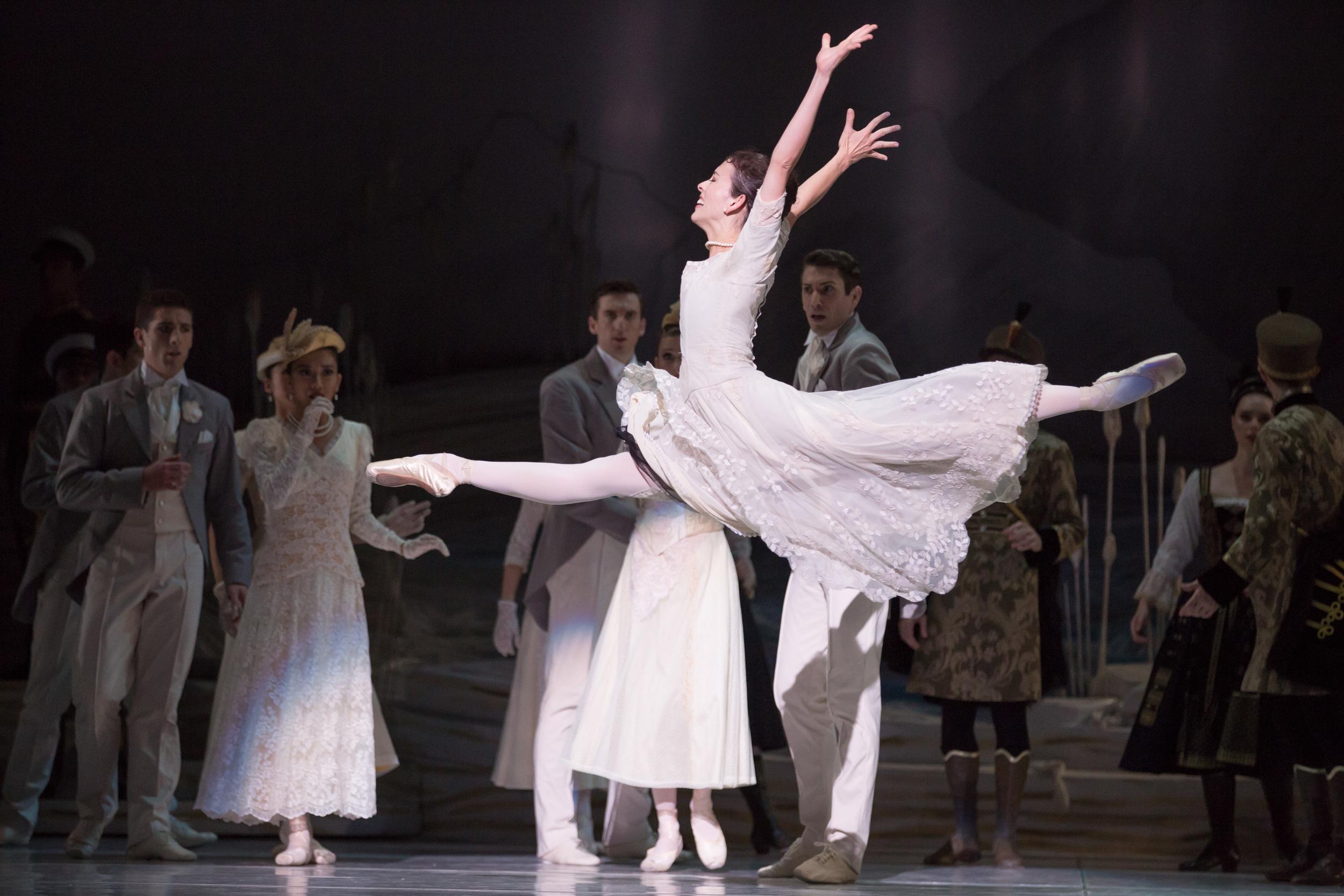 Juliet Burnett as Odette in Graeme Murphy's Swan Lake