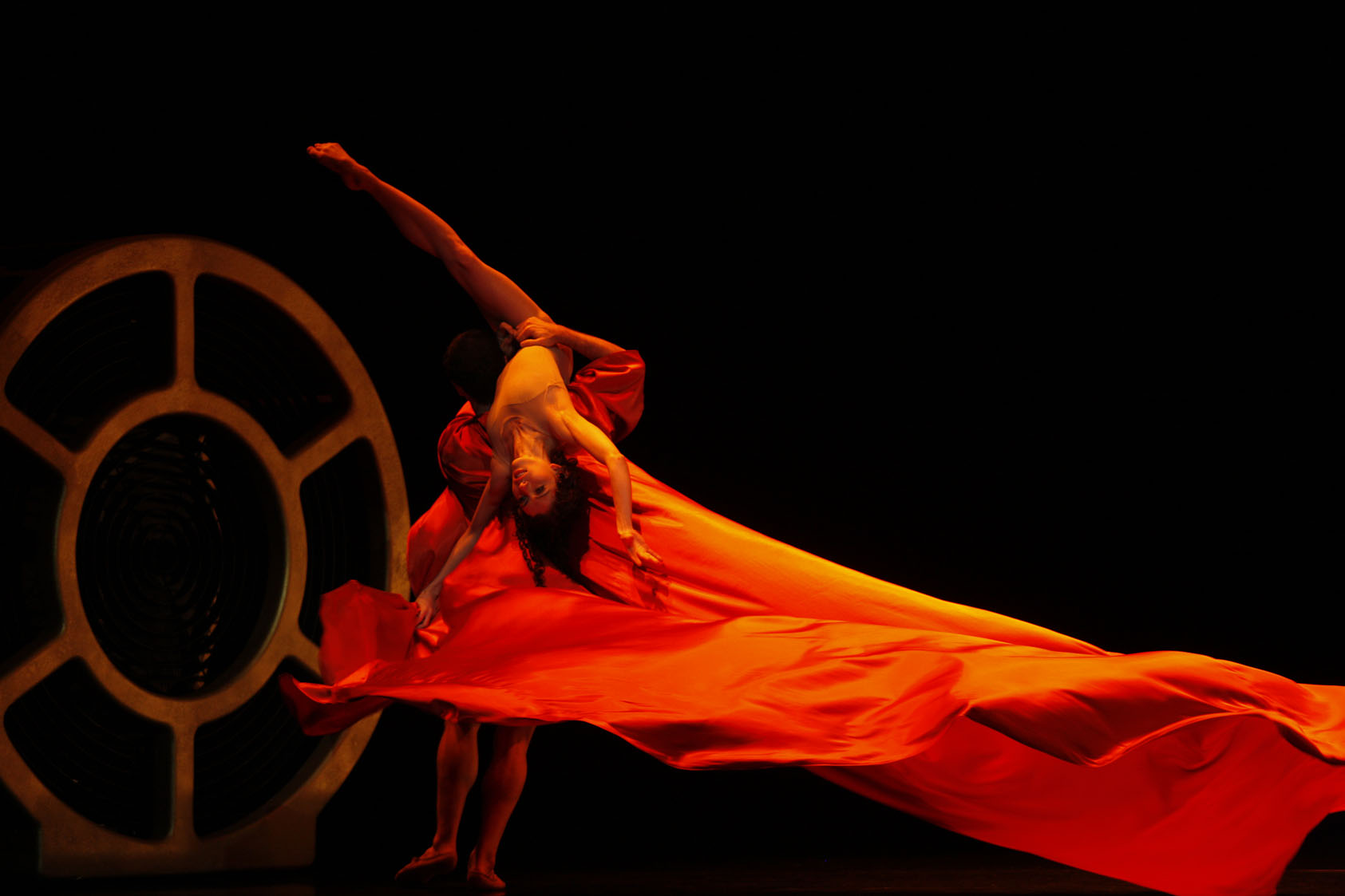Juliet Burnett as Semele with Robert Curran as Jupiter in Matjash Mrozewski's Semele