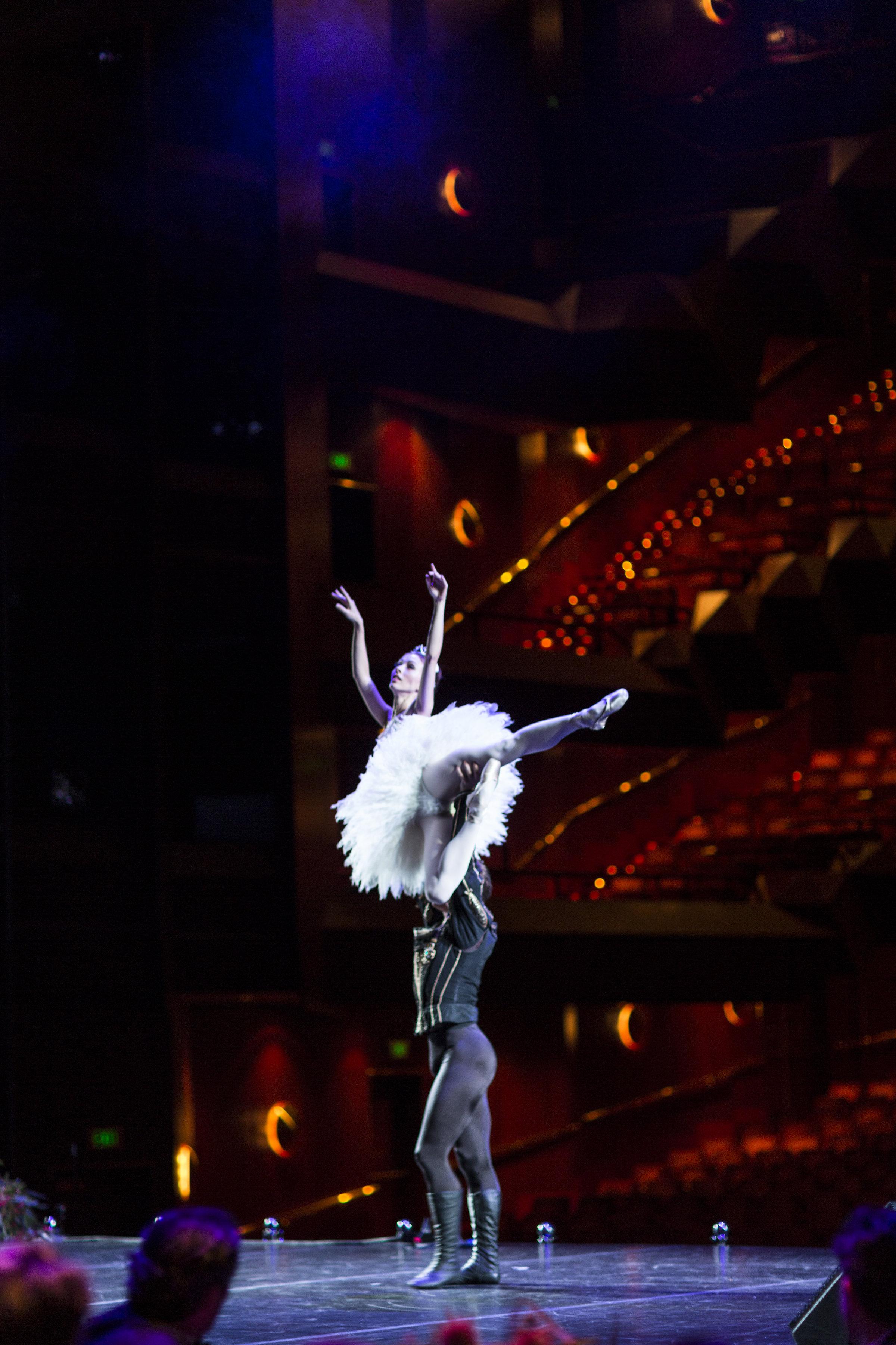 Swan Lake Act 2 pas de deux with Daniel Gaudiello at Arts Centre Winter Gala