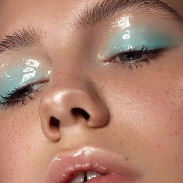 #TREND alert! Eye & face gloss is an easy way to look healthy & hydrated! 💧 Book a SPARTY! Makeup station for your next event and request this makeup trend! (646) 736-1777