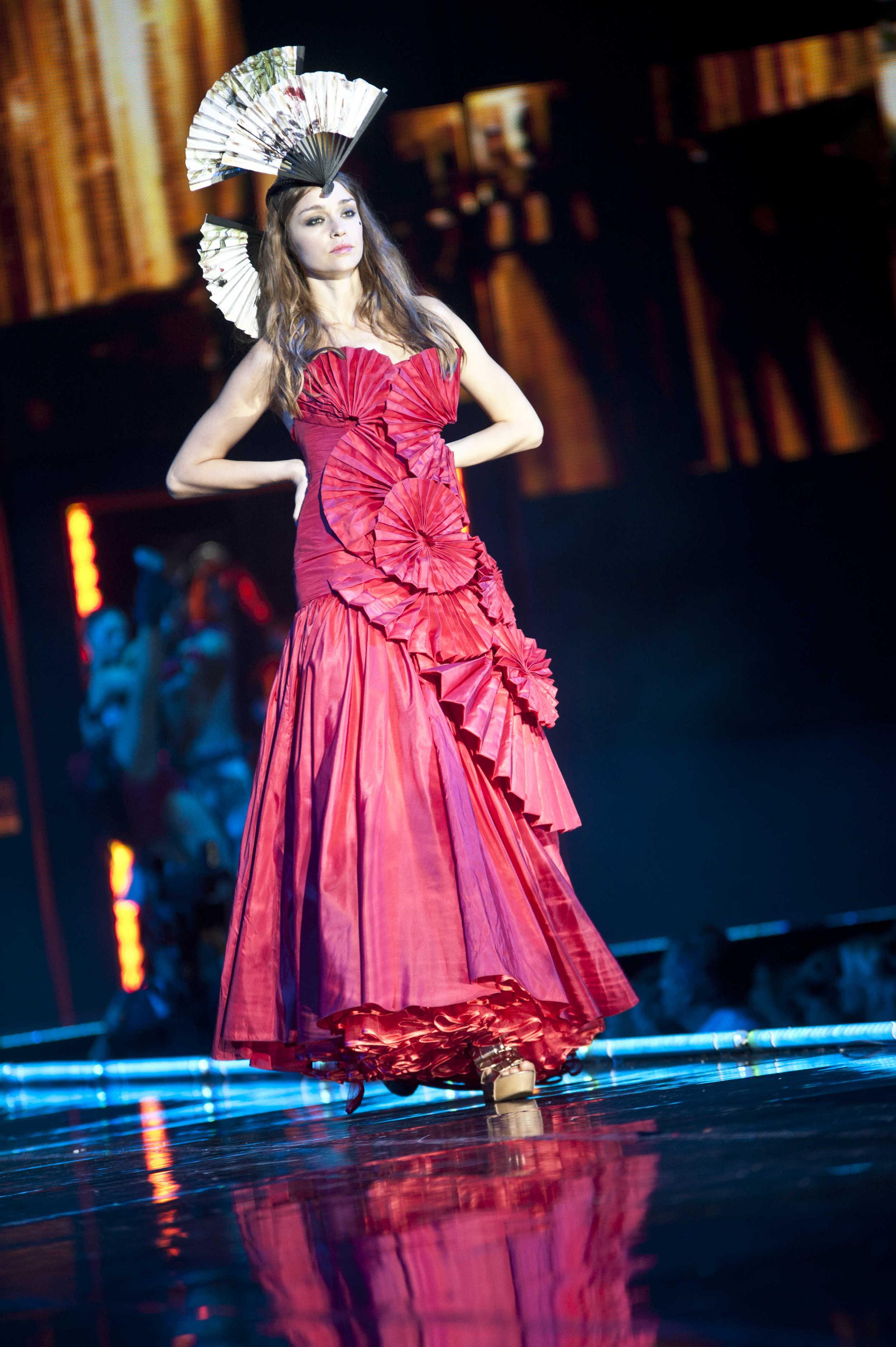 dennisdavis_photography_fashion_catwalk_red dress_clothes show.jpg