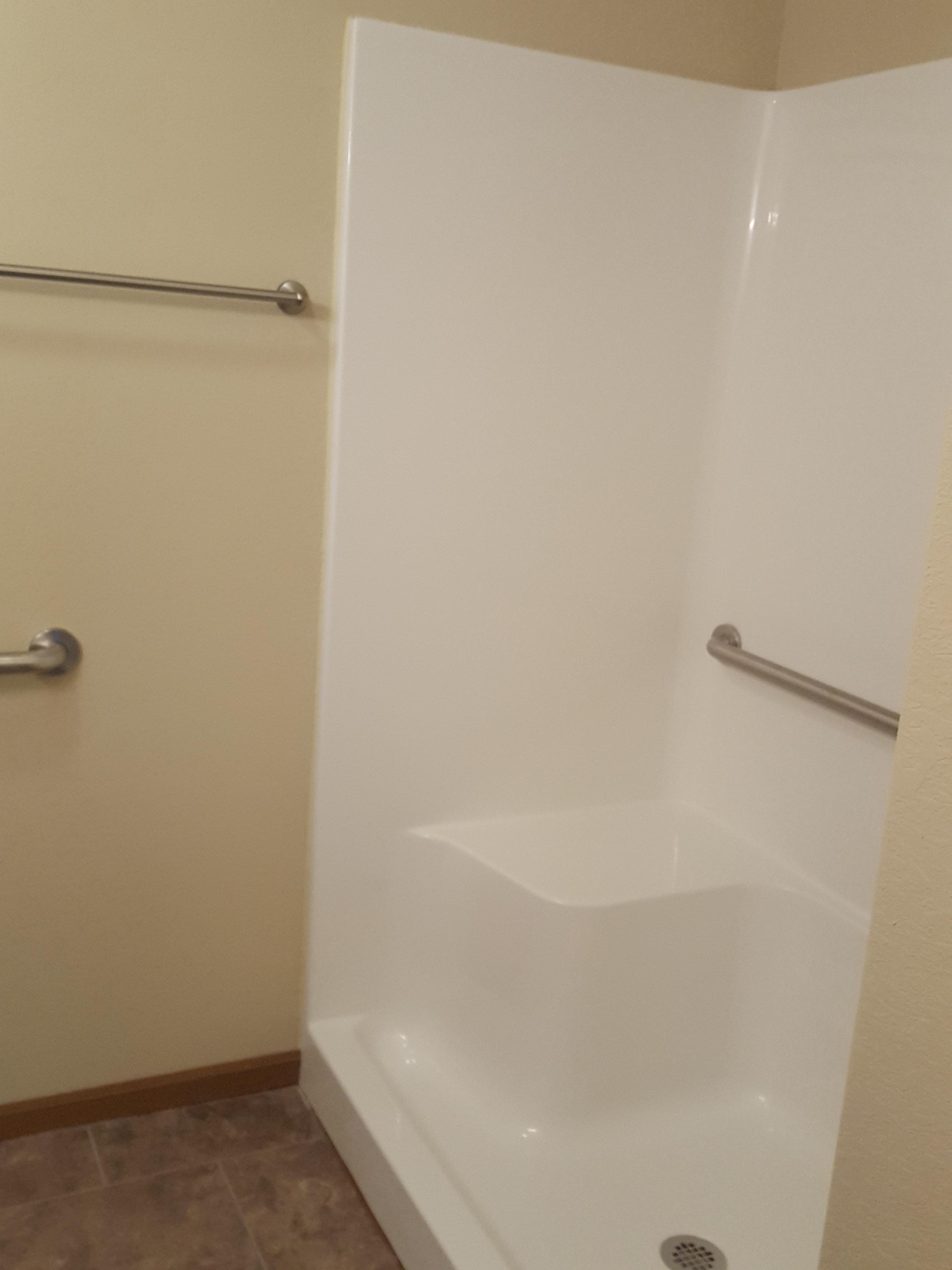 1+br+garage+shower.jpg