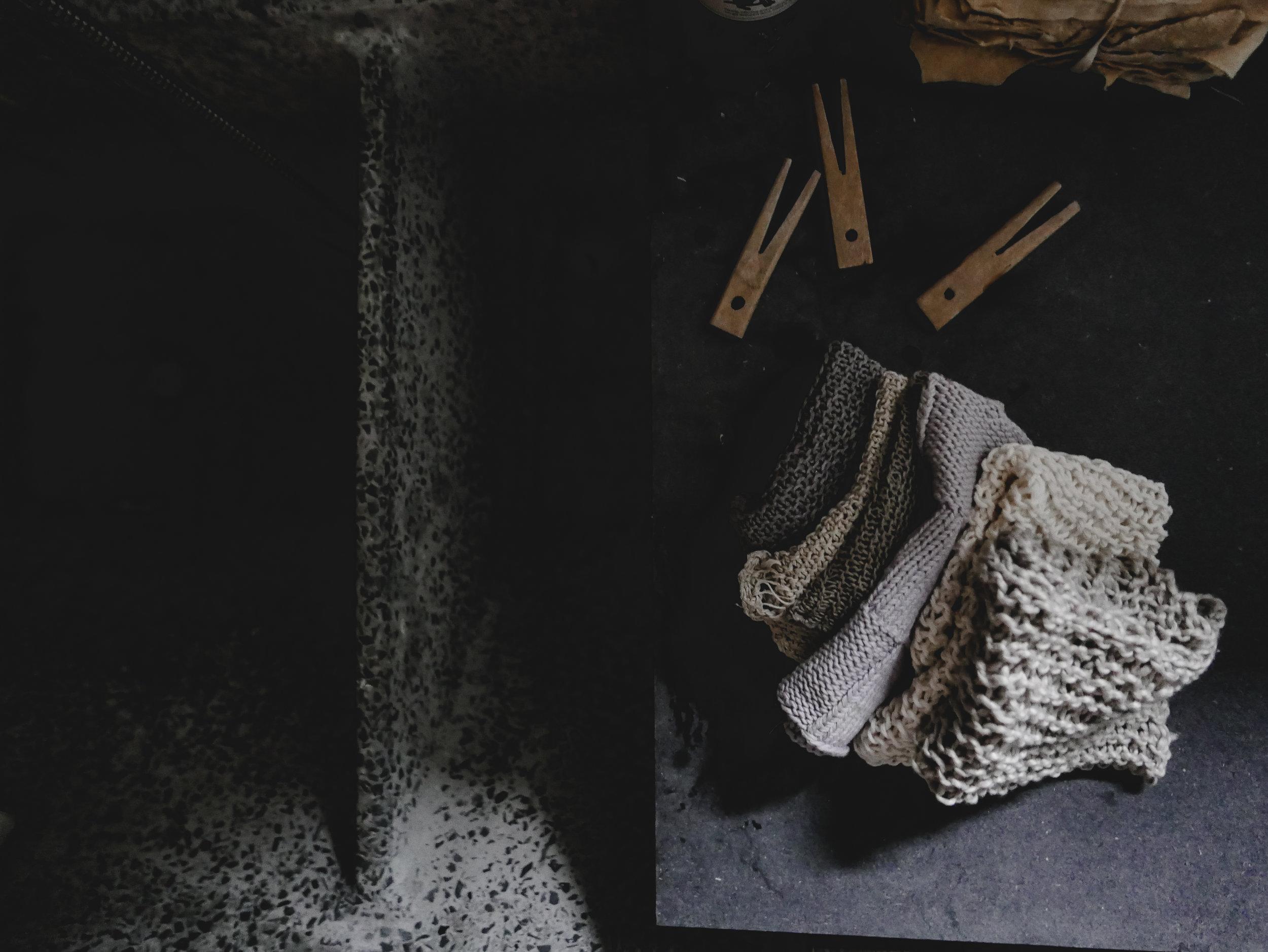 ØKOLOGISK BOMULL:Vaskekluter strikket i økologisk bomull suger opp skitt særdeles godt og ingen mikroplast helles ut med vaskevannet