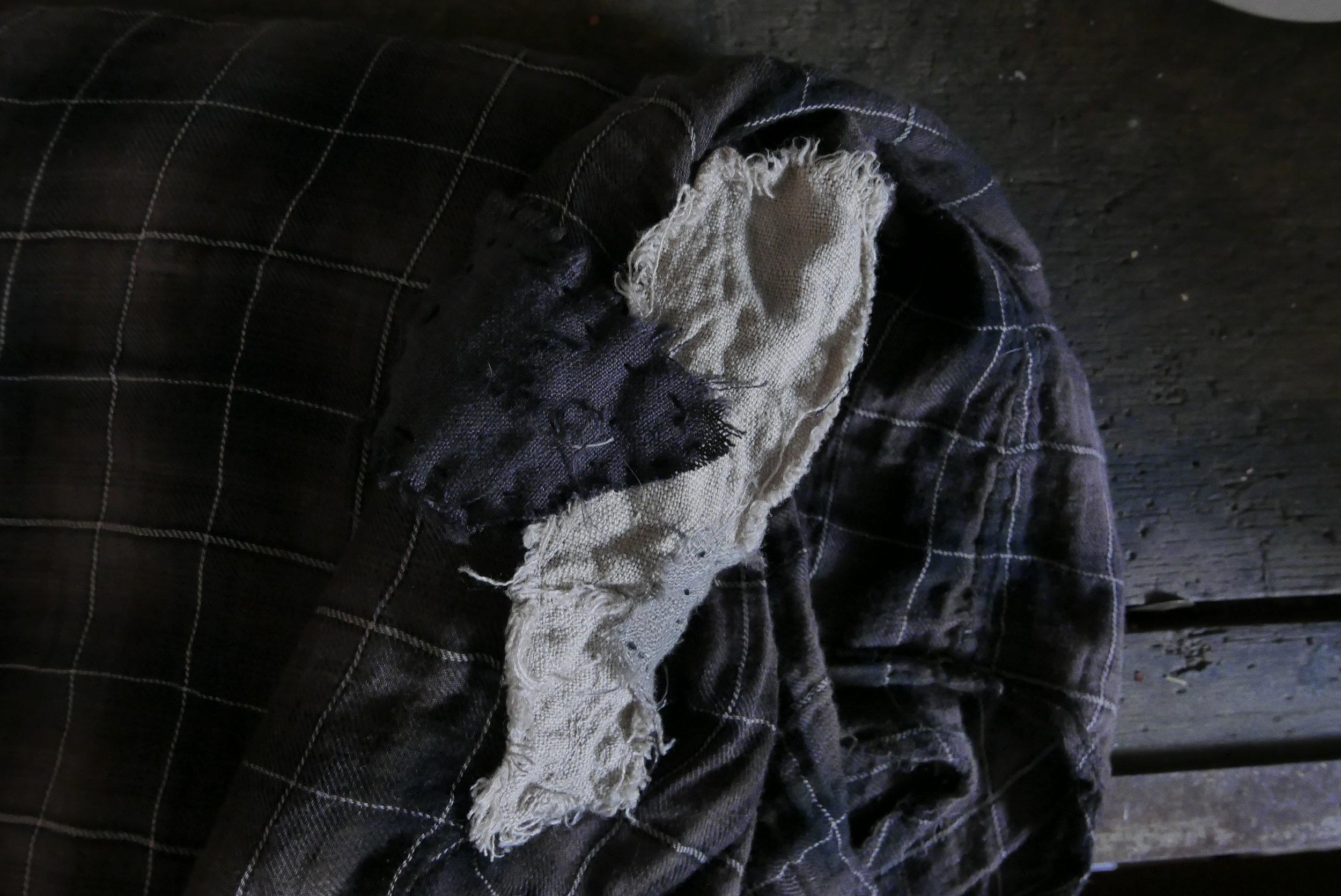 REPARER : Ikke minst er det fullt mulig å få klær og andre tekstiler til å vare lenger ved å reparere de.