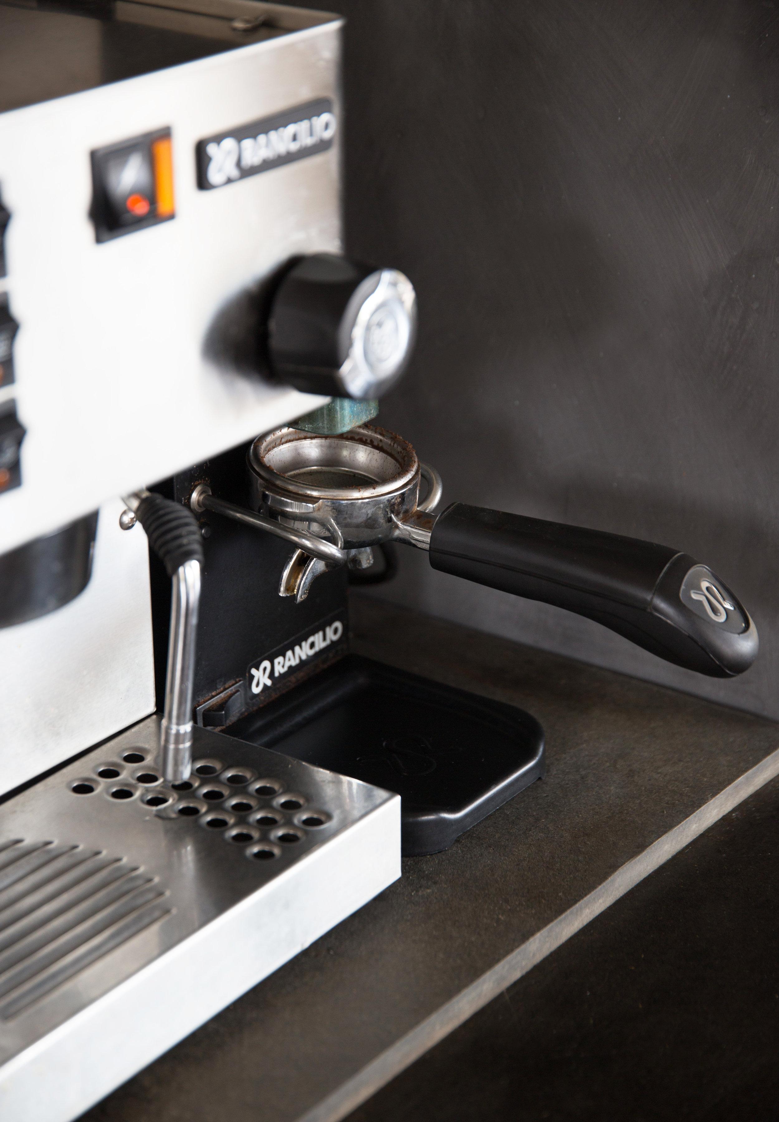 Vår deilige kaffemaskin fra Rancilio har fulgt oss siden vi fikk den i bryllupsgave for snart 18 år siden.