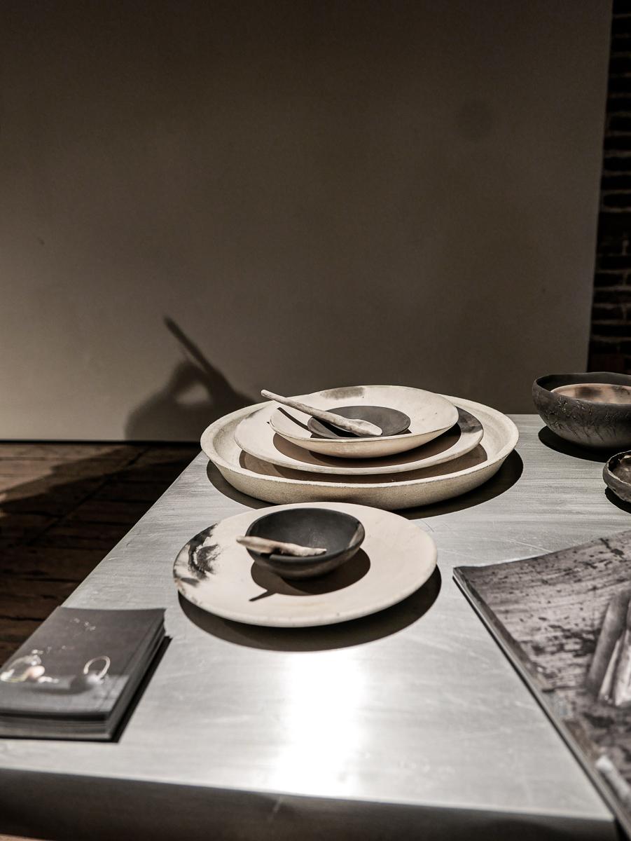Vakker unik vedbrent keramikk fra Ragnhild Wik som også vil holde en spektakulær workshop med tønnebrenning på lørdag.   Det er fortsatt ledige plasser på denne så meld deg på. Det kommer til å bli fantastisk!!