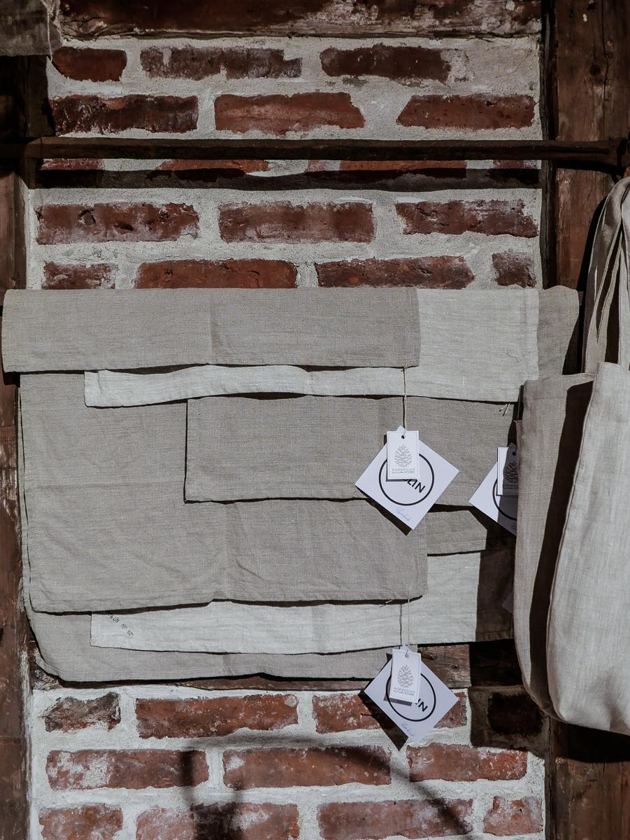 Flotte kjøkkenhåndkler, brødposer og andre linprodukter i grov lin. Håndsydd på Vestlandet av GodLin.