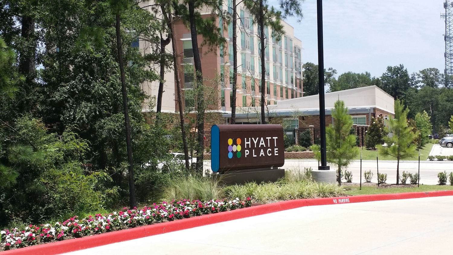 Earth First Landscapes in Katy, Texas provide Ground Maintenance for the Hospitality Industry in Houston!