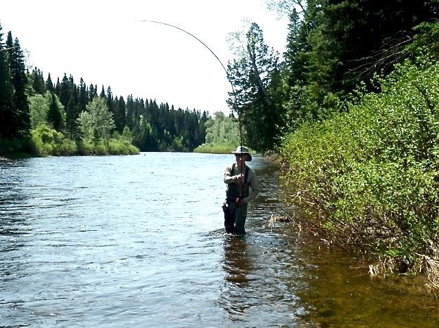 Paul Booth plays a BIG Salmon on the Grand. The salmon won this battle but there's always next time.