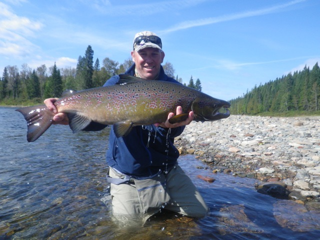 Martin Weaver manager and head guide of Tecks Lodge in Argentina with a nice Grand Cascapedia salmon, nice fish Martin!
