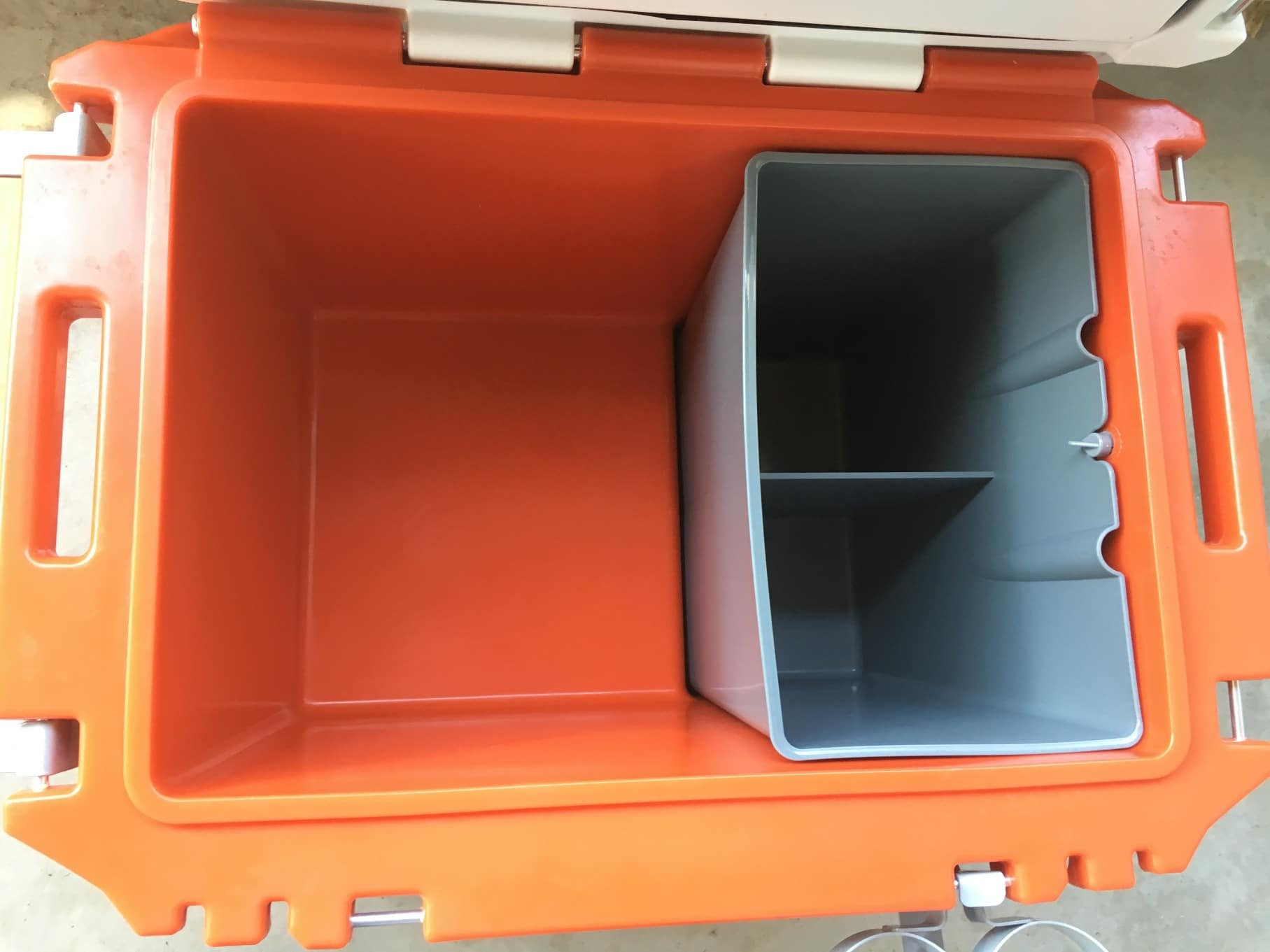 Inside the rollr rovr 60. the retaining clip above the dry bin keeps the bin from floating when the ice begins to melt. try not to lose it.