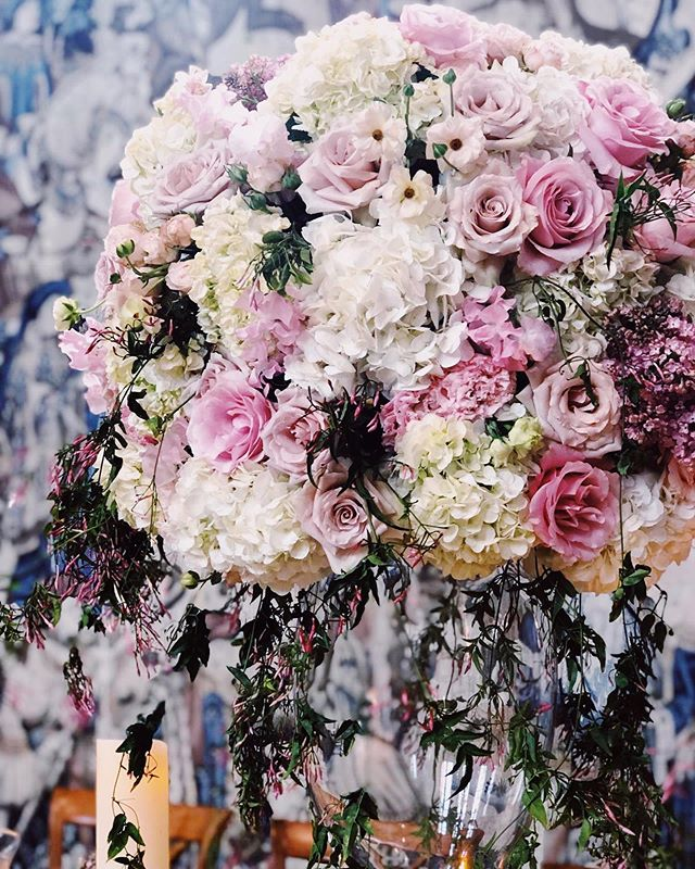 Wedding Season in full swing ✨💕✨ Beautiful blooms as always by @michelleroseflowers