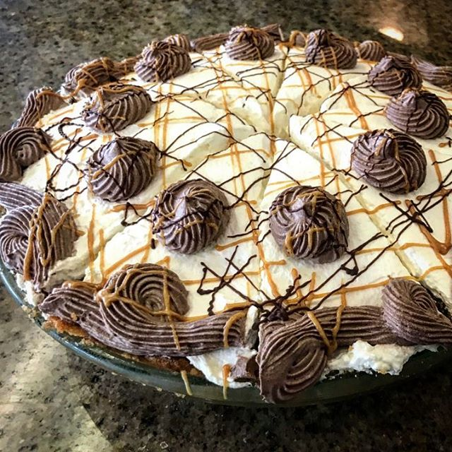 We must have a pie! Stress cannot exist in the presence of a pie, so stop by and grab a slice of Chocolate peanut butter cream pie with a peanut butter cookie crust! #lifeofpie #pie #eatlocal #eatgood #foodstagram #foodie #chocolatechip #peanutbutter #treatyoself #goodeats #viptreatsandsweets #kauaigrinds #sweets #treats