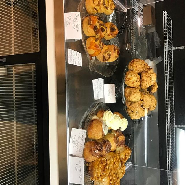 Happy Saturday #freshbaked #yummyfood #freshbakery #yummyfood #fastbreakfast #viptreatsandsweets #scones #stickybuns