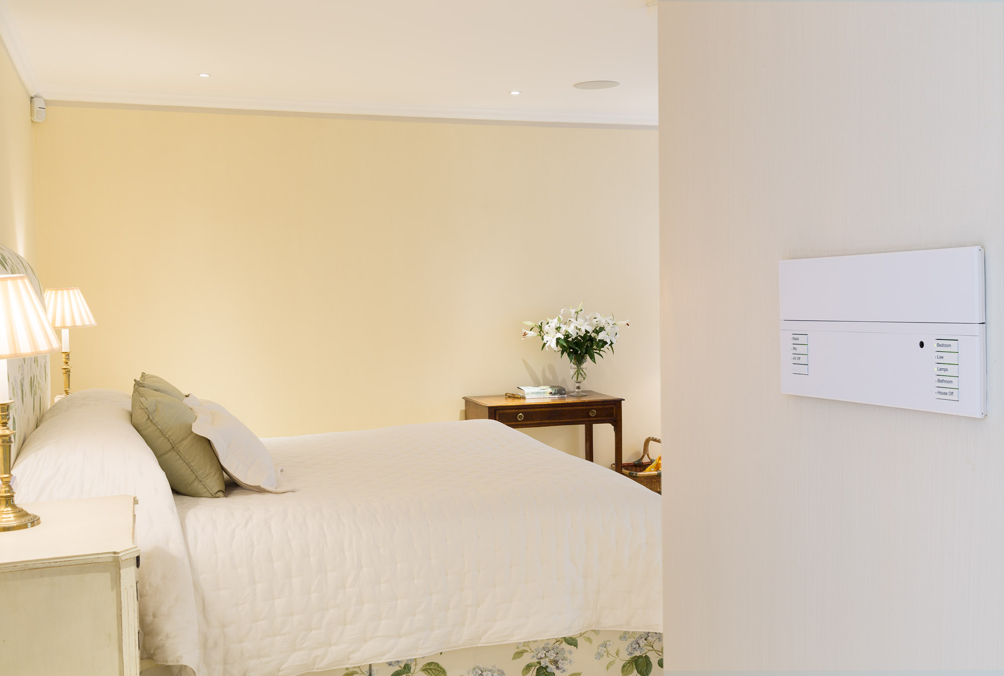 The  Lutron  Wall Panel allows quick selection of lighting scenes for the Bedroom, Dressing Room and En-suite including a H ouse Off  button.  The buttons are engraved for easy selection and also allow control of the integrated  Sonos  Audio system.