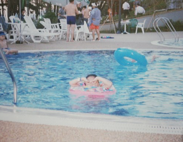 5 yrs old me at the pool
