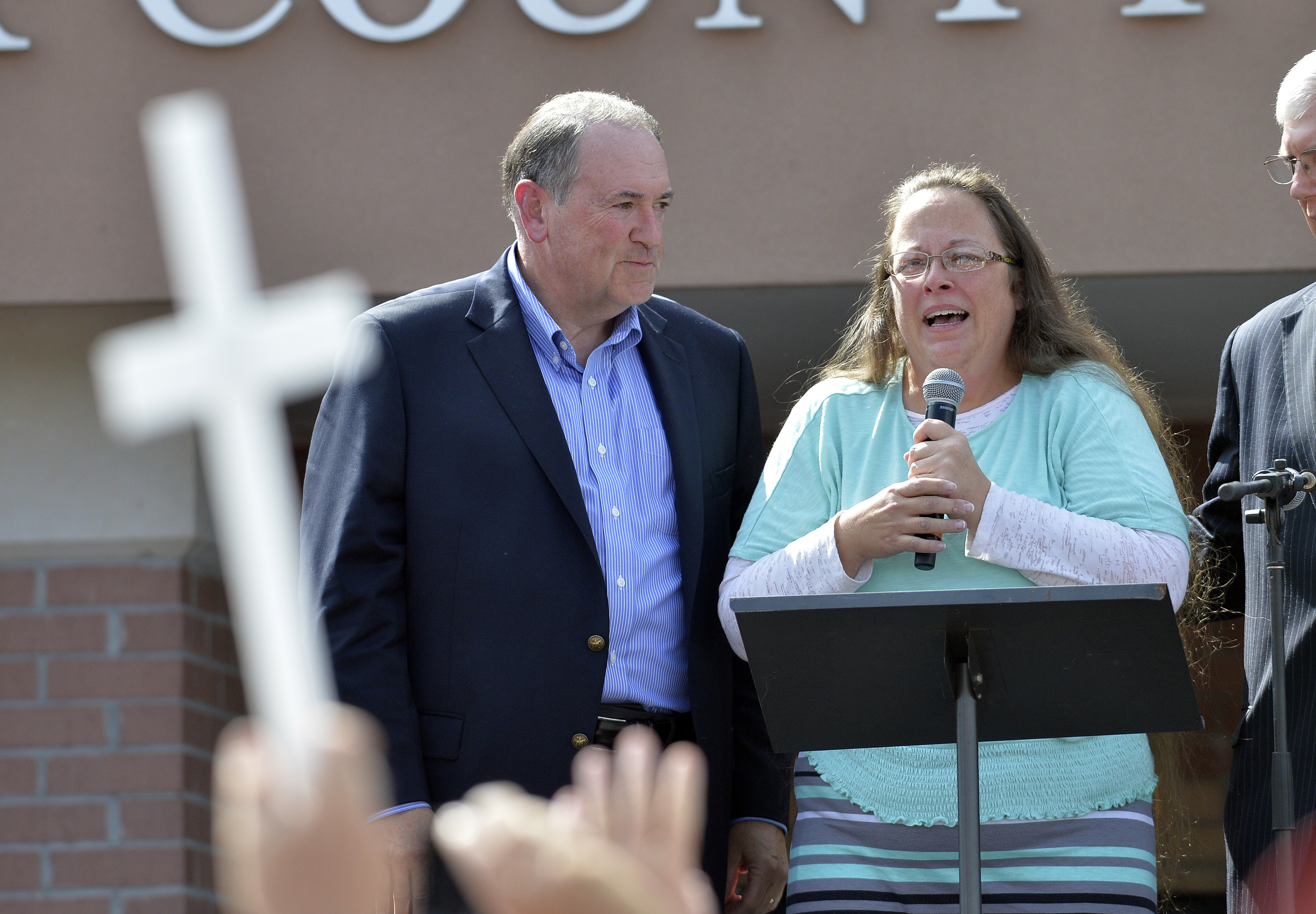 Kentucky Clerk Kim Davis, with Republican presidential candidate Mike Huckabee at her side,greets a crowd of supporters after being released from jail on Sept. 8. (Photo: AP)