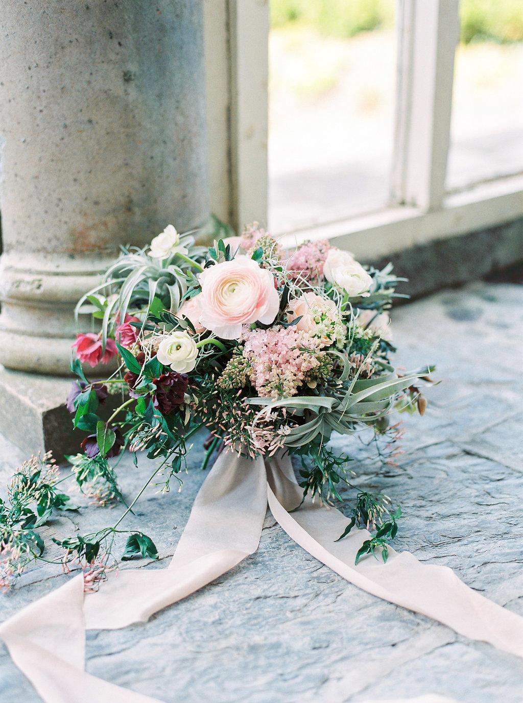 WeddingSparrow-PhotographybyIntoTheLight-Macias-lordan.com-ONLINESHARING(9of50).jpg