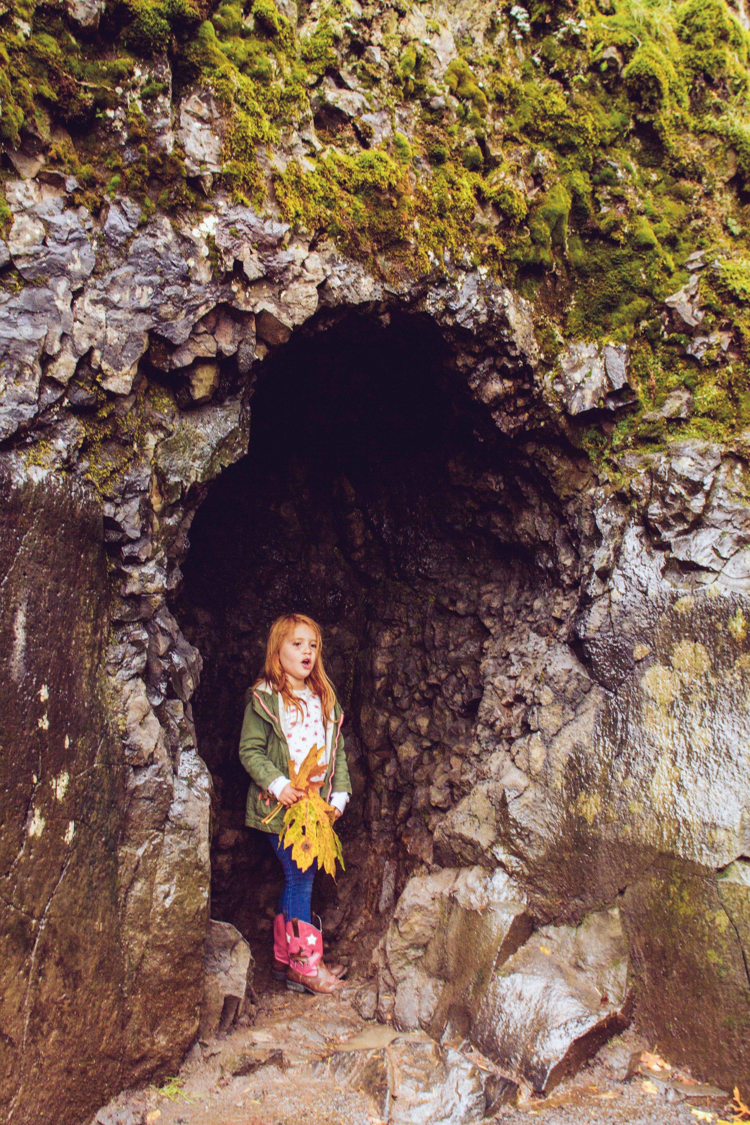 A mini cave at Multnomah Falls
