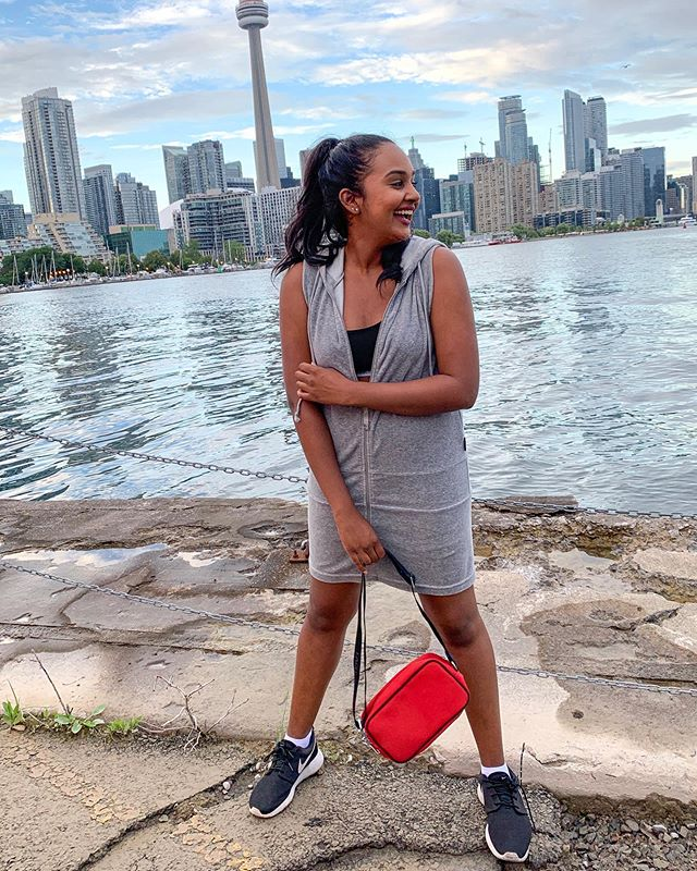 @naomileanage found the coolest 90s hoodie dress and this red lacoste bag during her recent trip to Talize. Such great finds 😍#talize #talizetreasures