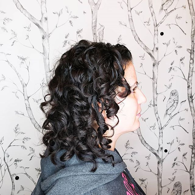 Terra let me practice my curly hair cutting and styling skills today. I used @originalmineral hair color and @neumabeauty gelee to set those sweet curls of hers. Fun fact- this gal right here was my inspiration for learning more about ya curlies. I have known her since 7th grade and seen this hair in many styles. It's great to be any part of her loving her locks.